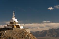 Budhist Shanti Stupa в Leh, Ladakh, Индии Стоковые Изображения