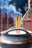 Budhisttempel en het insences Stock Afbeeldingen