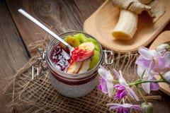 Budino del seme di Chia con frutta Fotografie Stock Libere da Diritti