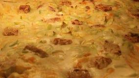 Budino vegetariano della pastella in Oven Timelapse stock footage