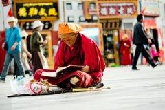 Budismo Lhasa Tibet de Jokhang Temple Tibetan del monje Imagen de archivo libre de regalías