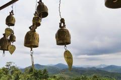 Budismo tailandés de la religión del color oro de las campanas Imagen de archivo libre de regalías