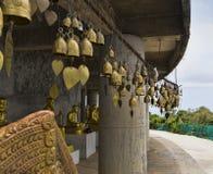 Budismo tailandés de la religión del color oro de las campanas Fotos de archivo libres de regalías