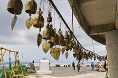 Budismo tailandés de la religión del color oro de las campanas Imagen de archivo