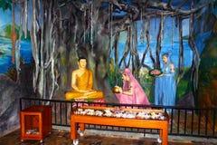 Budista efectuado en el templo de Vishnu Devinuwara foto de archivo