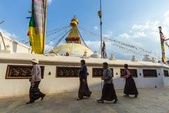 Budistas en Boudanath Imagen de archivo libre de regalías