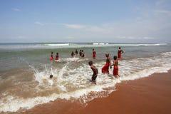 Budistas novos no oceano Imagens de Stock