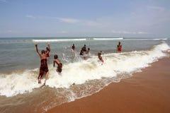 Budistas novos no oceano Foto de Stock Royalty Free