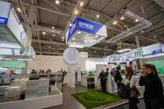 Budka Epson firma przy CeBIT technologie informacyjne wystawą handlowa fotografia stock