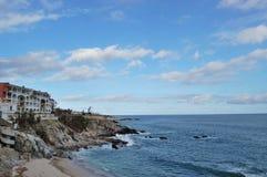 Budować na skala z widok na ocean Obraz Royalty Free