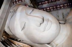 Budować opierający Buddha statuę Zdjęcia Royalty Free