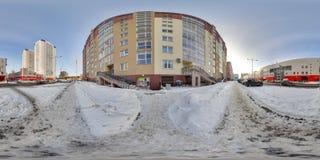Budować przy zimą z śniegiem i niebieskim niebem 3D bańczasta panorama z 360 stopni viewing kątem Przygotowywający dla rzeczywist Obraz Royalty Free