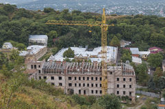 Budować w budowie w średniogórzach Zdjęcie Royalty Free