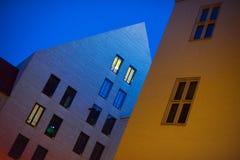 Budować w mieście przy nocą Obraz Royalty Free