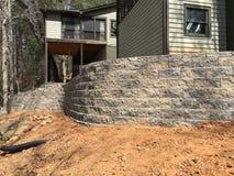 Budować Wspornikową ścianę z tyłu domu obrazy royalty free