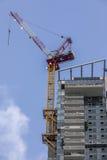 Budować z balkonami z żurawiem na stronie Fotografia Stock
