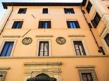 Budować z Heraldycznym Roundels blisko piazza Navona w Rzym Włochy Obraz Royalty Free