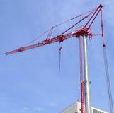 Budowa żurawia metalu struktury podnośny maszynowy niebieskie niebo Obrazy Royalty Free