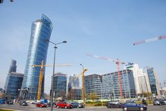 Budowa żurawie budują domy w dużym mieście noc Warszawska iglica Warszawa city Polska Zdjęcie Stock