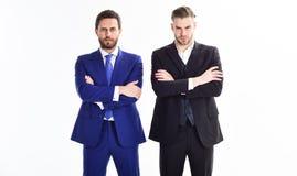 Budowa biznesu drużyna Lider biznesu dział Mężczyzny biznesmena kostiumu formalny stojak pewnie z krzyżować rękami obrazy royalty free
