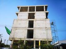 Budowa budynek 5 storeyed, kondygnacja i rusztowanie, zdjęcie royalty free