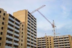 Budowa budynku żurawie w mieście Zdjęcia Stock