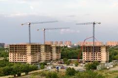 Budowa domy przeciw tłu miasta landscap Fotografia Stock