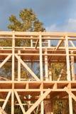 Budowa ekologiczny dom Drewniana rama domowy w budowie Obramiająca nowa budowa dom Zdjęcie Stock