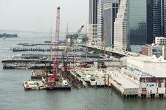 Budowa i molo na hudsonie w Miasto Nowy Jork Zdjęcie Royalty Free