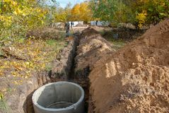 Budowa kanał ściekowy dom obrazy royalty free
