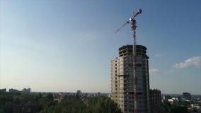 Budowa kondygnaci wysokości dom, basztowy żuraw przy budową, widok budowa nowożytny zbiory