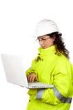 budowa laptopa żeński pisze pracowników Fotografia Stock
