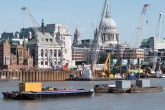 Budowa na banku rzeczny Thames fotografia royalty free