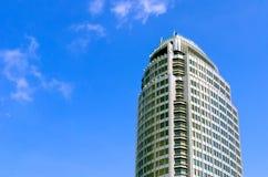 Budować na niebieskim niebie Zdjęcia Stock
