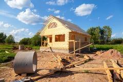 Budowa nowy drewniany dom w letnim dniu Zdjęcie Stock