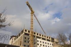 Budowa plac budowy Z Przemysłowym rozmiaru żurawiem Horyzontalny wizerunek Zdjęcia Stock