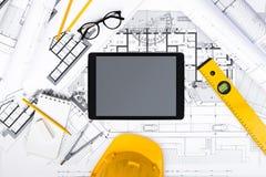 Budowa plany z pastylką, rysunkiem i pracującymi narzędziami, Obraz Royalty Free