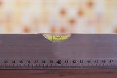 Budować poziom na drewnianym tle Fotografia Stock