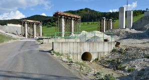 Budowa proces filary które iść być częścią nowa autostrada, Zdjęcia Royalty Free