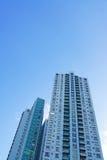 Budować przeciw niebieskiemu niebu Fotografia Stock