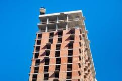 Budowa przeciw niebieskiemu niebu zdjęcie stock