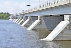 Budowa przerzuca most nie ściany Łączyć z ludźmi i miejscami Fotografia Royalty Free