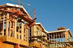 budowa stwarzać ognisko domowe nowy mieszkaniowy poniższego Zdjęcie Royalty Free