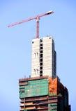 Budowa żuraw na wysokim buiding miejscu Zdjęcia Royalty Free