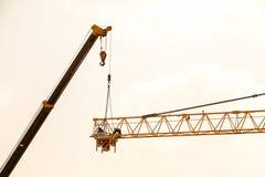 Budowa żuraw na zmierzchu Zdjęcie Stock