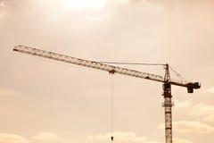 Budowa żuraw na zmierzchu Zdjęcia Royalty Free