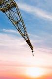 Budowa żuraw przy zmierzchem Obrazy Stock