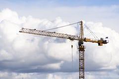 Budowa żuraw w chmurach Zdjęcia Royalty Free
