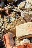 budowa ustanowione cegieł na zewnątrz miejsca Zbliżenie sterta stare cegły Zdjęcie Royalty Free