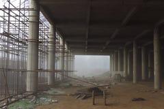 Budowa w mgle Zdjęcia Royalty Free